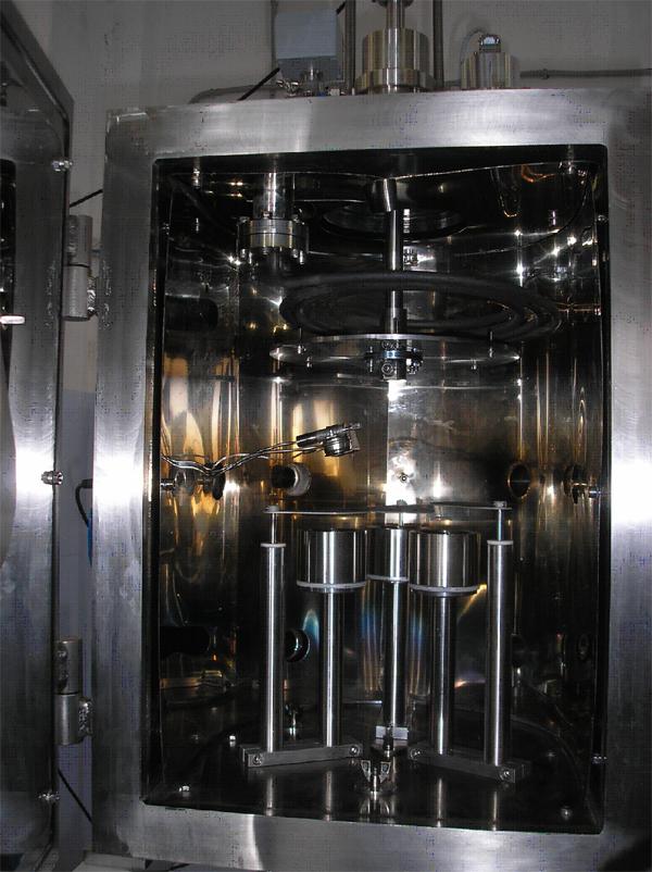 Вакуумная магнетронная напылительная система VSM с тремя магнетронами, регулируемыми по высоте, вращаемым подложкодержателем, нагревателем типа ТЭН